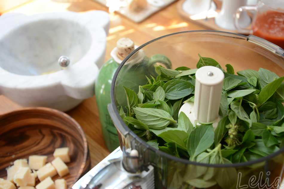 Basilikum-Macadamia-Pesto