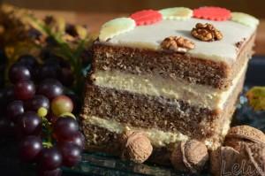Walnußtorte mit weißer Schokoladencreme